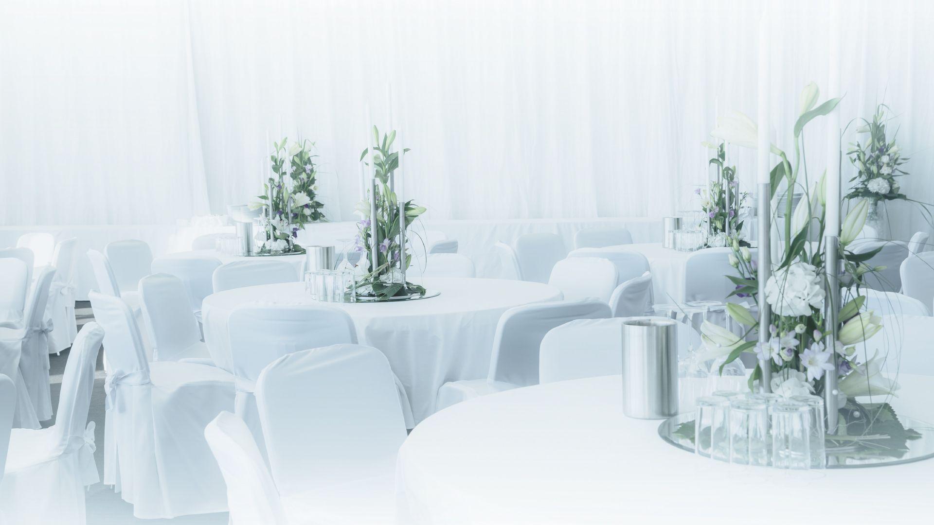 Eventausstattung: runde Tische