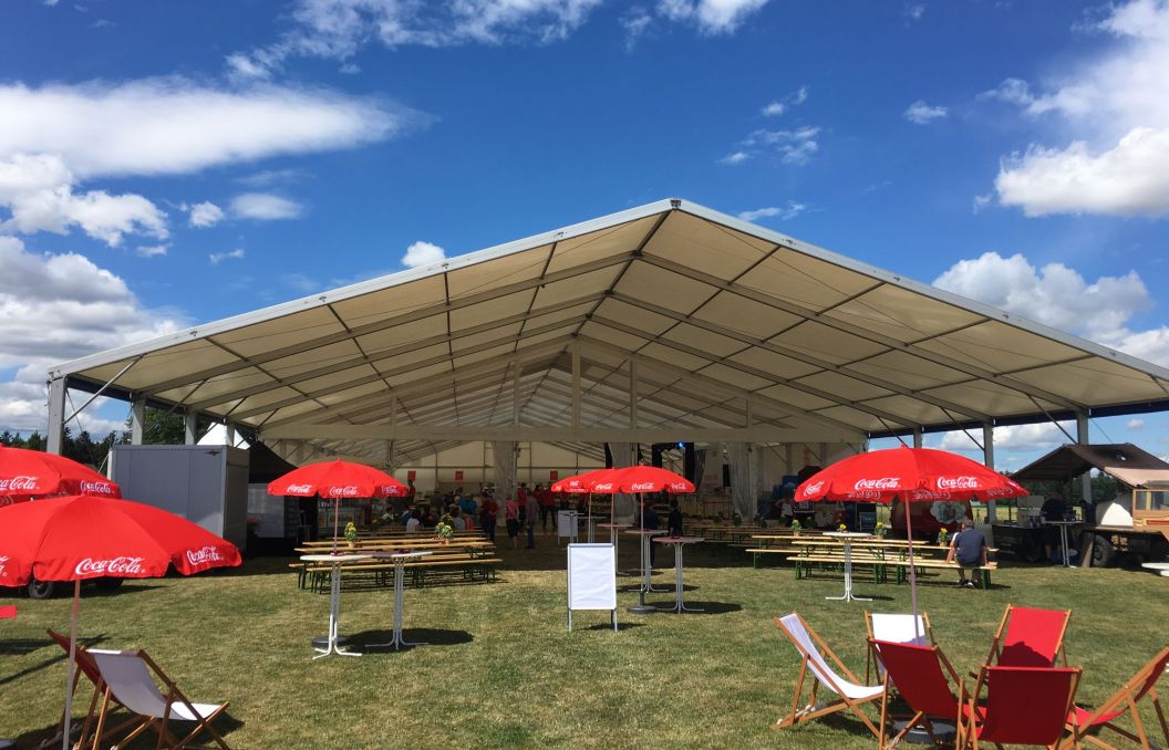 25m Zelt mit Vordach für Sommerfest