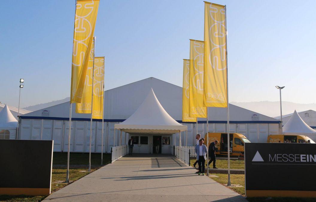 30m Zelt mit festen Seitenwänden