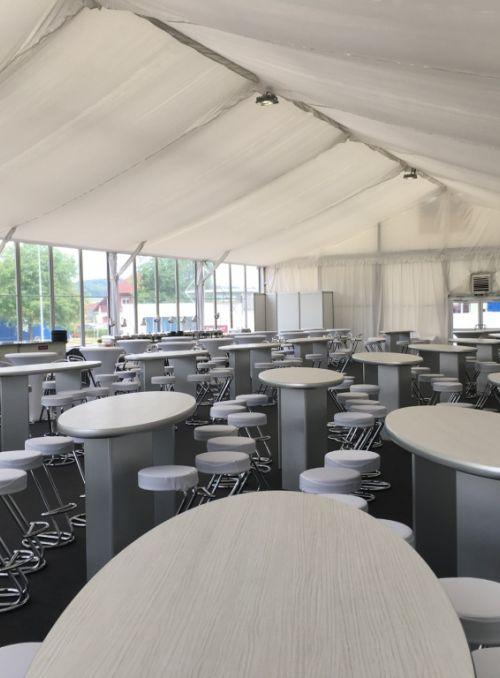 15m Zelt mit Designer-Stehtischen