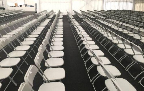 Sesselreihen mit PVC-Klappsesseln