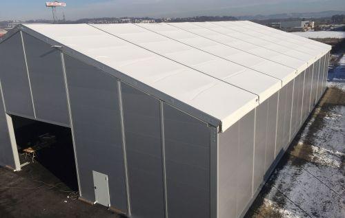 Lagerhalle mit doppelter, straff-gespannter Dachplane