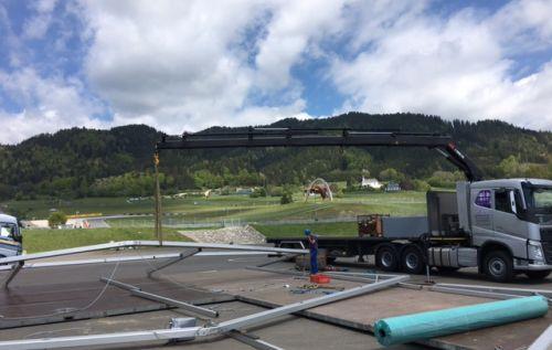 Zeltaufbau in Spielberg