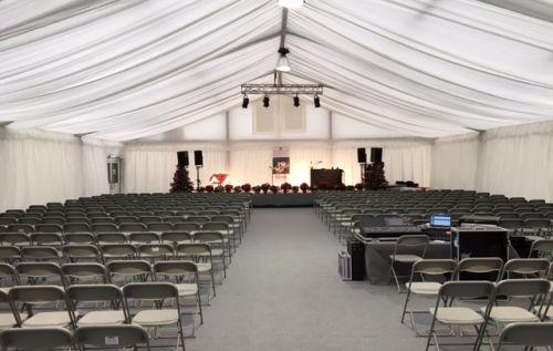 15m Zelt mit Stoffverkleidung und Reihenbestuhlung